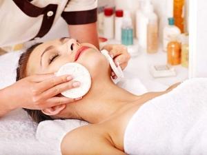 комплексный уход за лицом - массаж, пилинг, маска